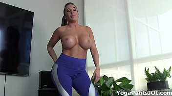 Cuckold jerk off - Do my yoga pants turn you on