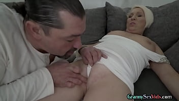 Sturdy grandma gets her pussy spoiled by lucky stranger