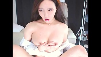 Sticky glob of cum on her fingers   BJ Neat (진서)