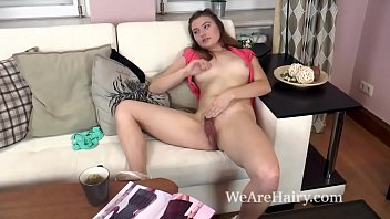 Cheerleader naked sex - Alessia strips naked on couch and masturbates - http://www.kik.sex
