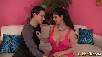 Cougar Carolyn Jewel seduces boy