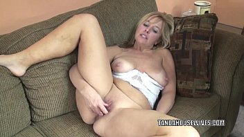 Mature busty amateurs tgp - Busty housewife lissa fucks her mature twat with a toy
