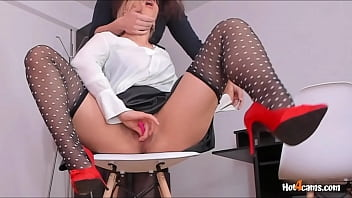 Co-worker Helps Office Slut Cum And Squirt | KATE.HOT4CAMS.COM