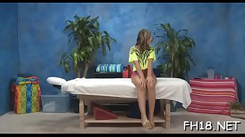 Gorgeous sexy gets naked for her raunchy massage