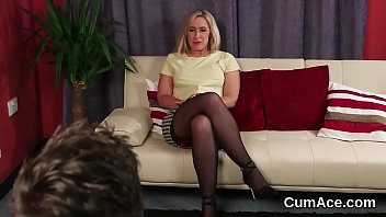 Frisky stunner gets cumshot on her face swallowing all the cum