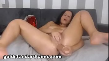 Goldstandardcams.com  Watch this cam slut and her massive squirt show