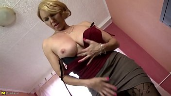 Mature Mother with Perfect Body and Hungry Holes HOTGIRLSNOW.TK