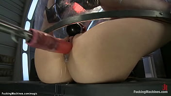 Lesbians machine fucked in doggy 5分钟