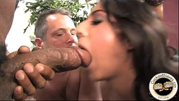 Black bull stretches open white brides pussy