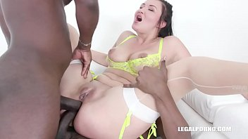 Vanessa Vaughn comes back to d. african champagne IV373