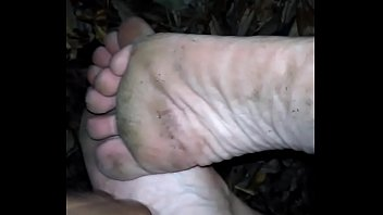 Cum on there dirty feet
