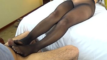 Kenia black seamless pantyhose footjob and cumshot on nylon feet - latinapantyhose.tv