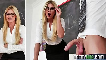 India Summer in Dicked Down In Detention 8分钟
