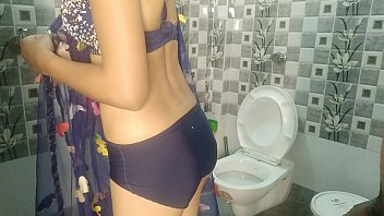 Homemade mature young Desi indian savita first time fucking in bathroom with hindi sexy audio