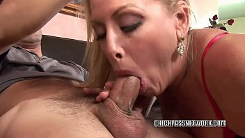 Chelsea Zinn gets her mature twat stuffed