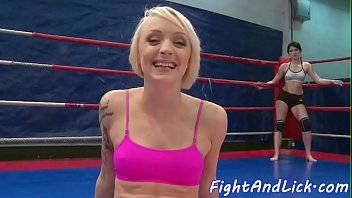 Inked dyke licks wet pussy in a boxing ring