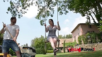Super horny Harmony Reigns rides huge dick on a swing in the outdoors GP149 27秒