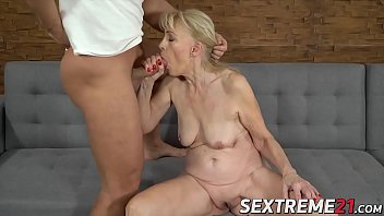 Mature lady seduces a young dude and lets him bang her cunt