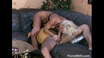 After hot pussy dildoing nice blonde
