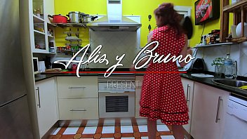 Streaming Video Second day of confinement in Spain by coronavirus - Pin-up girl - XLXX.video