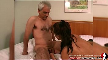 Porn casting: Young guy pounds her good before she milks the old guy! AMATEURCOMMUNITY.XXX