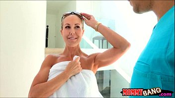 Natalia Starr busted her bf licking her stepmoms twat
