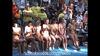 Nude woman prank Amateur contest at nudes a poppin