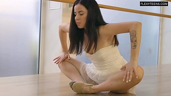 Saule Elastiga super hot flexible babe
