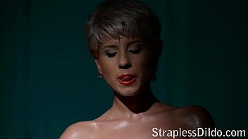 Shemales in nylon thumbs - Solo in fishnet tights