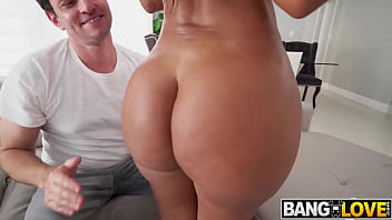 Clapping That Huge Ass Rose Monroe