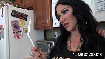 Alura Jenson has her way with her girlfriend Jen Hexxx preview image