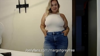 chubbypretty teasing her belly in jeans