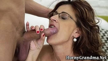 Mature whore gets cumshot
