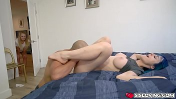 Jewelz Blus pussy getting more wet as the lucky guy stroke his fingers indside her hole