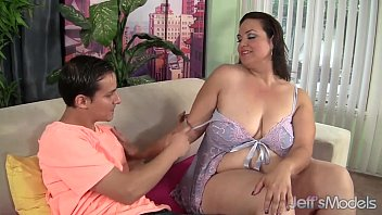 Cock hungry BBW Angelina gets her pussy reamed hard. 8分钟