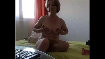 Mature using dildo