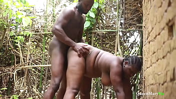 King caught his wife fucked by his palace guard, it ended up in threesome