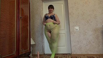Girl ass p A fat girl with a big ass and a hairy pussy in green pantyhose masturbates her p