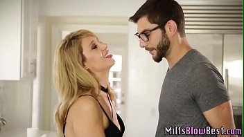Wam milf loves giving head