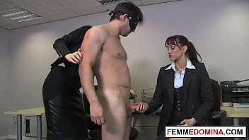 Office femdoms demand oral from workplace sub 6分钟