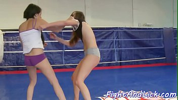 Smalltits dyke fingered by after wrestling
