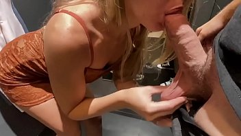 Amateur Teen gets fucked in dressing room 5分钟