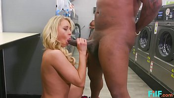 FILF - MILF Katie Morgan Takes Multiple Loads At The Laundromat 15分钟