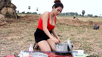 Milf cooking - Incredible girl cooking water snake soup hd