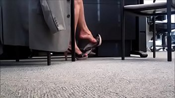 Cams4free.net - Candid Shoeplay in Slingbacks at Restaurant