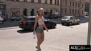 Free brittany spears nude thumbnails - Sexy babe sports painted on outfit in public