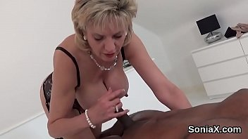 Streaming Video Adulterous english mature lady sonia pops out her huge breasts - XLXX.video