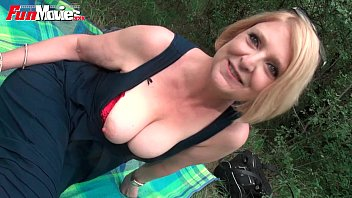 Fun Movies German mature housewife fucked outdoor 13分钟