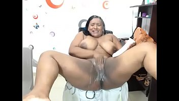 Two slutty bbw making her pussy squirt on show