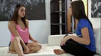 All Natural Brunette Teens Sara And Leash Goes Pussy Tribbing
